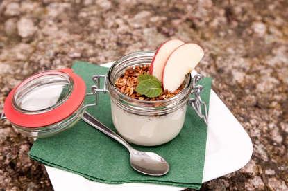 Yogurt con manzana y granola