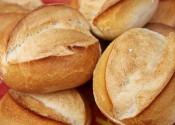 No hay tanta diferencia entre pan integral y pan blanco